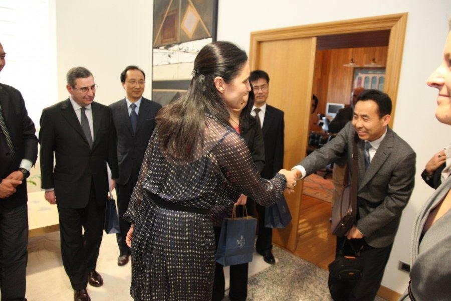 Imaxes visita o parlamento.